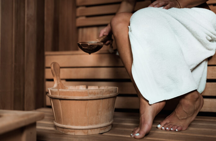 Kilkuminutową sesję w saunie można porównać do lekkiego treningu