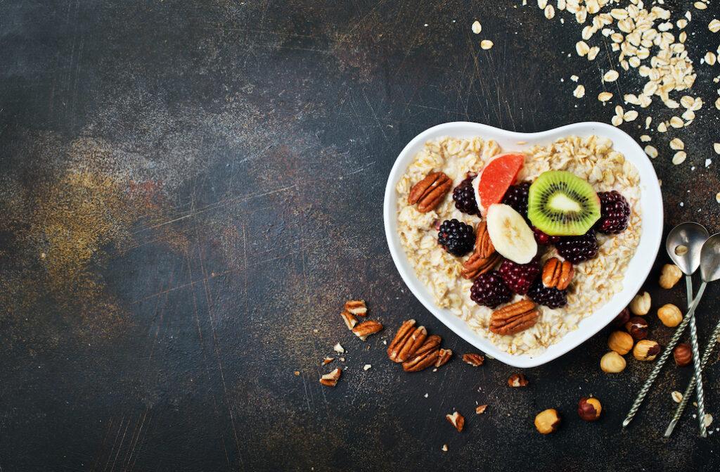 Płatki i kasze dają duże pole do popisu w czasie śniadania, ale nie tylko.