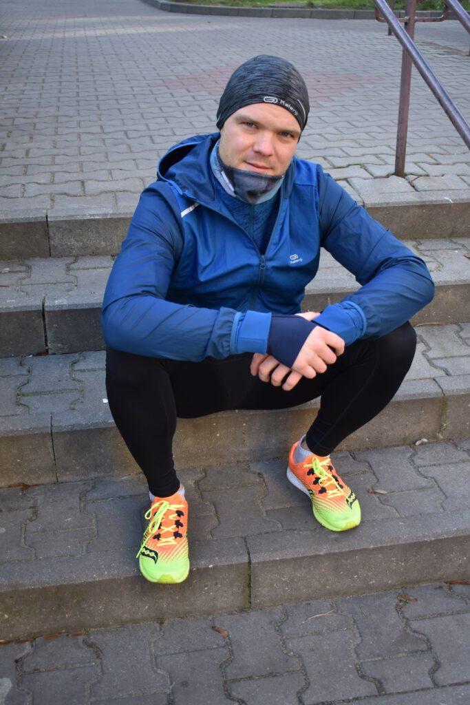 Zdjęcie 1. Grzegorz Więcław w butach Saucony Type A9.