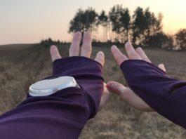 Każda z bluz Polka Sport ma nacięcie na zegarek i to na każdej ręce!