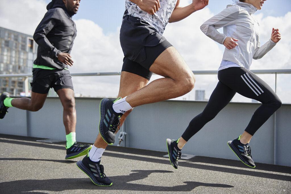 But na długie wybieganie? Na przykład adidas 4DFWD zapewniający wysoki poziom amortyzacji, komfort oraz sprężyste wybicie.