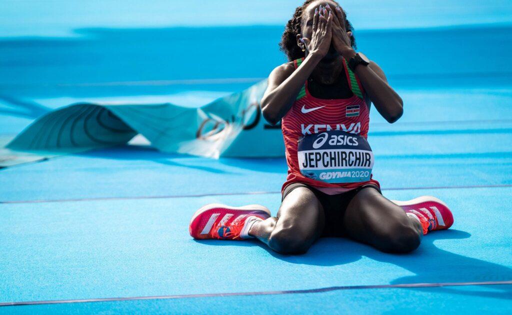 Kenijka Peres Jepchirchir w Mistrzostwach Świata w Gdyni bije rekord świata w półmaratonie