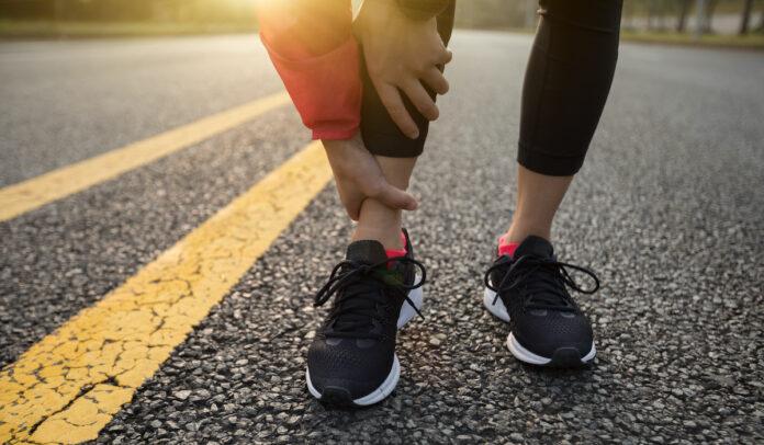Każdy, kto uprawia sport amatorsko bądź profesjonalnie, zapewne doświadczył kiedyś skręcenia stawu skokowego.