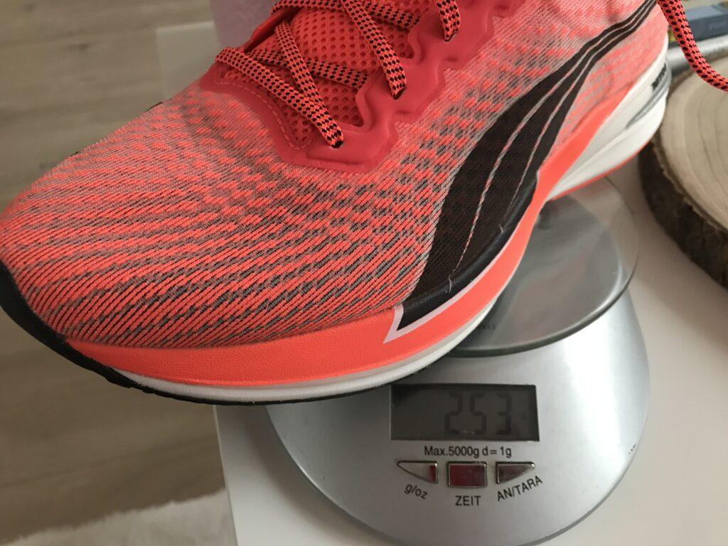 253 gram dla tak mocno amortyzowanego buta to bardzo dobry wynik.