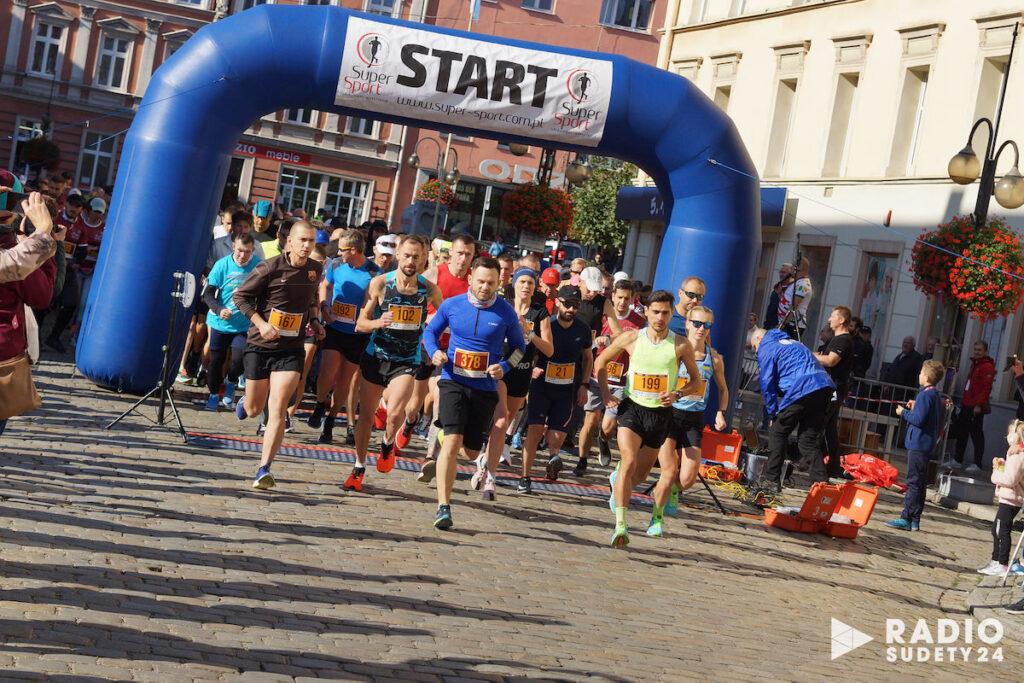 4. ARYZTA Półmaraton Strzegom zgromadził 383 uczestników.